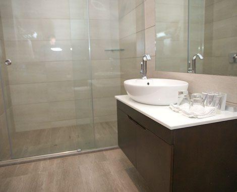 Deluxe Hotel Room Bathroom 2